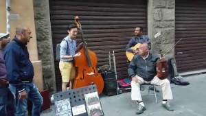 Choejunhyeok bass improvisation with street performers from Italy Travel