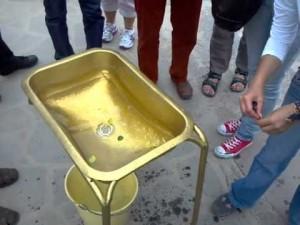 Ecuador At The Equator – Water Demonstration – Coriolis Effect